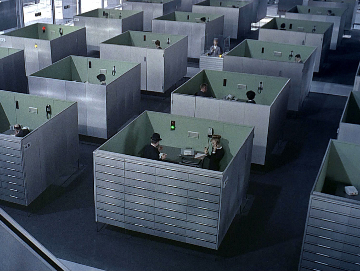 Fotogramma da PlayTime - di Jacques Tati.